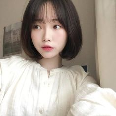 Short Dyed Hair, Short Hair With Bangs, Girl Short Hair, Ulzzang Short Hair, Korean Short Hair, Short Bob Hairstyles, Hairstyles With Bangs, Girl Hairstyles, Pelo Ulzzang