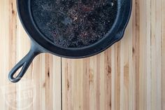 How To Clean a Cast Iron Skillet | stupideasypaleo.com Stupid Easy Paleo, Natural Cleaners, Meal Prep, Kitchen Hacks, Food Hacks, Whole Food Recipes, Clean Eating, Cleaning Hacks, Cast Iron Skillet