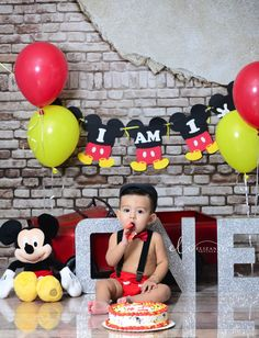 Mickey Mouse smash cake 1st birthday party idea
