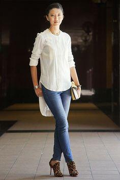 シンガポール Orchard Road, SINGAPORE. Jenny Pan, marketing manager. Rag & Bone shirt, Uniqlo jeans, Christian Louboutin boots, 3.1 Phillip Lim cl... 【スライドショー】アジアの街角ファッションスナップ―シドニー、東京など
