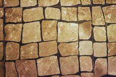 Era assim o pavimento do Chá Café, e o mesmo foi mantido no Tudo aos Molhos - Francesinhas & Companhia. O urbanismo de São João da Madeira mantém-se. #tudoaosmolhos #francesinhas