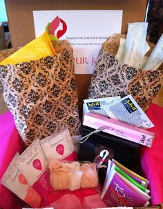 Great women's time of the month box by Bonjour Jolie. Not only do you get the time of the month items but so many other goodies and all for $16 per month. #BonjourJolie #subscriptionbox  #beauty #pamperyourself