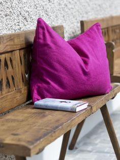 Auszeit vom Alltag im VINCENT Hotel, Südsteiermark // Treat yourself to a little break from everyday life in the VINCENT hotel, South Styria Wellness, Throw Pillows, Life, Time Out, Vacation, Toss Pillows, Cushions, Decorative Pillows, Decor Pillows