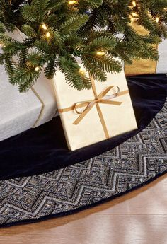 The intricate, blue and white delft-inspired pattern on our tree skirt was created by skilled artisans who hand sew more than 135,000 crystals and beads on each skirt. The design is made more spectacular by the contrasting dark blue velvet background, which allows it to truly come through.