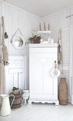 Cottage Décor ● Shabby Chic White