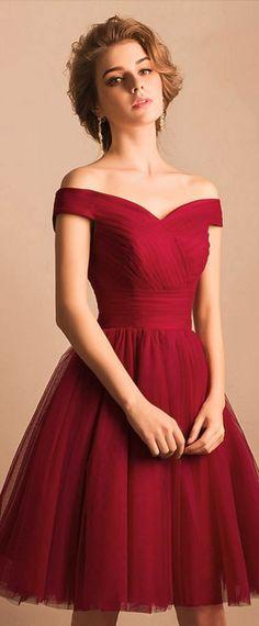 c74b9c473b1 robe rouge courte avec épaules dénudées élégante pour mariage.