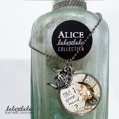 Steel necklace with Mad Hatter - Alice in Wonderland - Collana in acciaio con ciondolo Alice in di LeleleleCreations