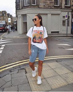 Go to outfit - printed tee with denim. Tee - / linked on my story (I'm going through a period of time where… Street style. Go to outfit - printed tee with denim. Tee - / linked on my story (I'm going through a period of time where… Street Style Outfits, Street Style Trends, Mode Outfits, Trendy Outfits, Fashion Outfits, Fashion 2018, Girl Outfits, Slacks For Women, Jeans For Short Women