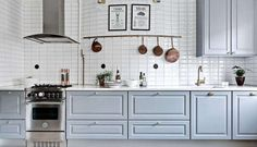 Do you love Scandinavian Kitchen Design? Discover in this post the top features about a Scandinavian style kitchen interiors and be inspired for your home design - ITALIANBARK + Bertazzoni Diy Kitchen Storage, Diy Storage, Kitchen Tools, Kitchen Cabinets, Kitchen Supplies, Scandinavian Kitchen, Scandinavian Style, Country Kitchen Designs, Novelty Lighting