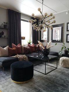 Modern svart soffa Matta 200 x 200 cm viskos grå/svart ERCIS - Beliani. Black Sofa Living Room, Home Living Room, Living Room Designs, Living Room Decor, Bedroom Decor, Decor Room, Home Decor, Black And Gold Living Room, Living Room Inspiration