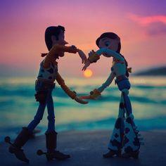 Woody and Jessie Disney Pixar, Disney Cartoons, Disney Art, Disney Movies, Punk Disney, Disney Characters, Toy Story Movie, Toy Story Party, Woody And Jessie