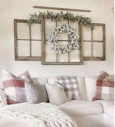 Comfy Farmhouse Living Room Decor Ideas To Try This Year living room wall decor Comfy Farmhouse Living Room Decor Ideas To Try This Year Simple Apartments, Rustic House, Room Decor, Home Living Room, Apartment Decor, Modern Farmhouse Living Room Decor, Home, Farmhouse Style Decorating, Home Decor
