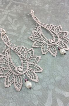 Lace earrings with glass beads and pearls. Ring also available. Fine Jewelry, Jewelry Making, Gift Ribbon, Lace Ring, White Burgundy, Lace Earrings, Presents For Her, Color Harmony, Unique Vintage