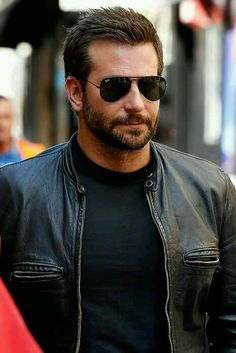 Bradley Cooper stunned restaurant goers on Sunday when he appeared behind the counter of Burger King, flipping burgers, cooking fries, and taking orders. Best Street Style, Christina Hendricks, Beard Styles, Mannequins, Bearded Men, Gorgeous Men, Hot Guys, How To Look Better, Handsome