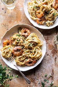 A package of linguine is a versatile base for any pasta dish. Read on for 12 of the best linguine recipes for an easy weeknight meal or weekend supper. Linguine Recipes, Seafood Recipes, Pasta Recipes, Dinner Recipes, Cooking Recipes, Healthy Recipes, Healthy Food, Recipe Pasta, Easy Cooking