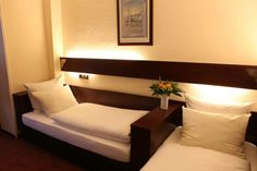 Schlafen Sie gut! :) Im AKZENT Hotel Oberhausen. Das Hotel, Restaurant, Bed, Furniture, Home Decor, Recovery, Decoration Home, Stream Bed, Room Decor