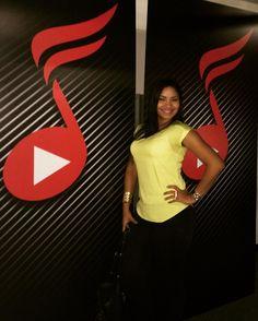 #viviendolamusica #venezuelangirl #musicgirl #sing #music #beat #note #miami #radio #Tv #colors #happy #happiness #chicasdetroya #guerrera #guerreradeDios by greykemusic
