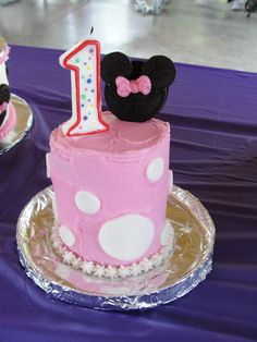 Minnie Mouse Smash Cake for my big 1 Year Old!