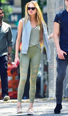 Victoria's Secret Angel Romee Strijd just wore these cool leggings—shop them now.
