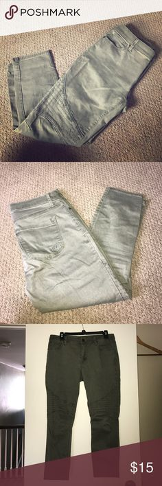 """Express cropped moto jegging Olive green jegging with moto detail above the knee. 25"""" inseam. Zip and button closure. Express Pants Capris"""