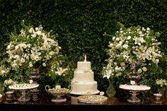 Almoço de casamento com decoração clássica