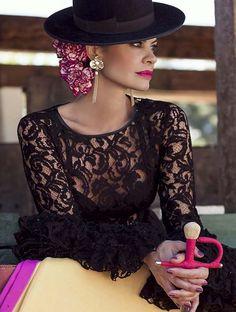 Moda flamenca. Un precioso modelo para la madrina de bodas.