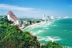 Hua Hin has been relatively unspoilt by development. Riding taxi straight from Bangkok to Hua Hin is our way of getting there.
