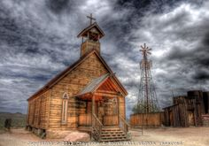 Old western church at Goldfield Mine and Ghost Town in Arizona. Abandoned Churches, Old Churches, Ghost Towns In Arizona, Old Country Churches, Country Barns, Country Living, Country Roads, Old Western Towns, Into The West