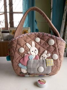 Patchwork Bags, Quilted Bag, Beautiful Bags, Animals Beautiful, House Quilts, Sewing Appliques, Big Bags, Yarn Crafts, Quilting Projects