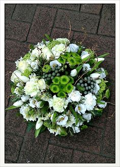 Most up-to-date Photo small Funeral Flowers Tips Whether or not you're coordinating as well as participating, memorials are usually your sad and at times deman. Grave Flowers, Cemetery Flowers, Church Flowers, Funeral Flowers, Black Flowers, Fall Flowers, Summer Flowers, Funeral Floral Arrangements, Small Flower Arrangements