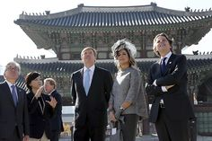 King Willem-Alexander and Queen Maxima began the day by opening a seminar. Then, visited the Korean parliament, the National Assembly and the Gyeongbokgung Palace.