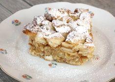 Recept s fotopostupom na tradičnú klasiku aj keď u nás sa robievala aj so snehom na vrchu. Pečivo môžete použiť akékoľvek vám doma ostane. Sweet Recipes, Healthy Recipes, Healthy Food, Challah, World Recipes, Desert Recipes, Apple Pie, French Toast, Grilling