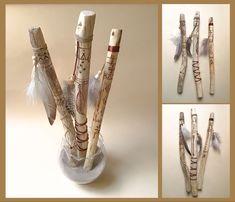 3 bâtons de paroles gravés sur bois flotté dans des tons naturels, beige, blanc, marron et écru. Beige, Diy Home, Lyrics, Objects, White People, Ash Beige