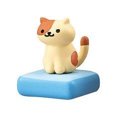 Bandai-Gashapon-Neko-Atsume-Cat-On-the-Desk-Collect-Cream-san-Figure