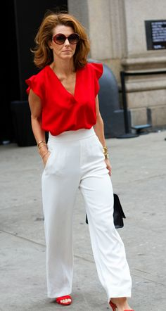 NY Fashion week is a way for women to express their creativity and act out their inner most fashion fantasies! Take a look at this street style. Red Blouse Outfit, Red Top Outfit, White Pants Outfit, Ny Fashion Week, Look Fashion, Fashion Outfits, Street Fashion, Airport Fashion, Fall Fashion