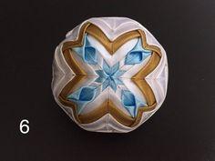 Dekorácie - vianočné patchworkové gule bledomodro-bielo-zlaté - 7148647_
