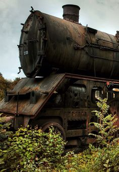 Old Steam Locomotive, train, tog, vehicle, transportation, oldie, clouds, bushes, abandoned, rusty, history, wheels, curves, photo.