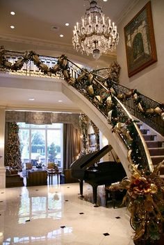 Marvelous Beautiful Home Requires Beautiful Decorations At Christmas Time | Luxuriousu2026  Luxury Christmas Decor, Christmas