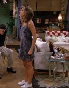 Rachel Green was the ultimate TV style icon. Looker HQ count down our top styles and outfits as worn by Jennifer Aniston in Friends! Friends Rachel Outfits, Rachel Green Friends, Rachel Green Outfits, Friend Outfits, Estilo Rachel Green, Rachel Green Style, Rachel Green Fashion, Fashion Kids, Friends Fashion