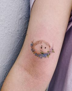 Beauty Lies In Simplicity: Minimalist Animal Tattoos Created At Sol Tattoo Parlor - KickAss Things - hedgehog tattoo Sol Tattoo Parlor 💟❤💟❤💟 - Mini Tattoos, Body Art Tattoos, Arabic Tattoos, Neck Tattoos, Dragon Tattoos, Form Tattoo, Shape Tattoo, Small Tattoos For Guys, Tattoos For Women