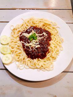 Spaghetti Bolognese luôn là lựa chọn của mình khi đến ăn mỳ Ý tại S'Box. (các anh tây đẹp zai thì có vẻ thích Creamy Chicken hoặc Chicken Tetrazzini hơn - mình hay hóng nên biết)  #hanoi #núitrúc #spaghetti #boy #handsome #pizzahaisan #khoaitaychien