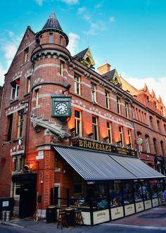 Bruxelles Pub along Grafton Street - Dublin Ireland