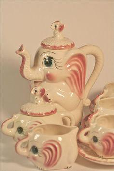 Maybe the best tea set ever! Pink Elephant Teapot Hot Chocolate by… Elephant Teapot, Pink Elephant, Elephant Theme, Kitsch, Party Set, Tea Party, Teapots Unique, Ideas Prácticas, Teapots And Cups