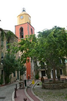 Iglesia de Saint Tropez | Blog Camisas Rushmore