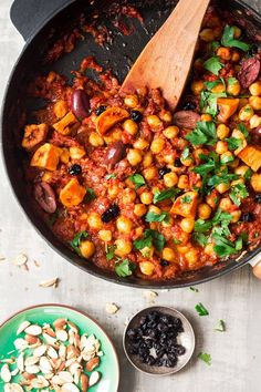 Moroccan chickpea stew – Lazy Cat Kitchen Moroccan chickpea stew is an easy, delicious and filling dish that makes an ideal weekday dinner or post-exercise recovery meal. It's vegan and gluten-free. Chickpea Stew, Chickpea Recipes, Vegan Dinner Recipes, Vegan Dinners, Veggie Recipes, Vegetarian Recipes, Cooking Recipes, Healthy Recipes, Easy Chickpea Recipe