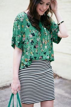 Spring Outfits & Trends love the pattern mixing. I have similar skirt. Muster Mix Outfits, Mode Style, Style Me, Fashion Mode, Womens Fashion, Runway Fashion, Style Fashion, Fashion Jewelry, Mix And Match Fashion