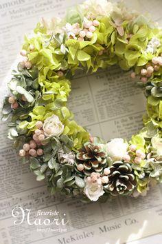 紫陽花とローズ・ペッパーベリーのリース グリーン
