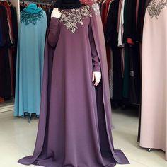 Изумительного цвета кейп с золотой вышивкой.12000р. Abaya Fashion, Boho Fashion, Fashion Outfits, Muslim Dress, Hijab Dress, Islamic Fashion, Muslim Fashion, Pakistani Dress Design, Pakistani Dresses
