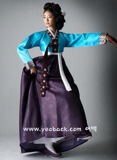 costume and hairstyle of kisaeng. Korean Traditional Dress, Traditional Fashion, Traditional Dresses, Korean Dress, Korean Outfits, Ethnic Fashion, Korean Fashion, Korean Accessories, Modern Hanbok