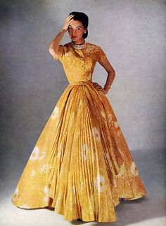 1952 - Dress by House of Dior - Photo by Philippe Pottier